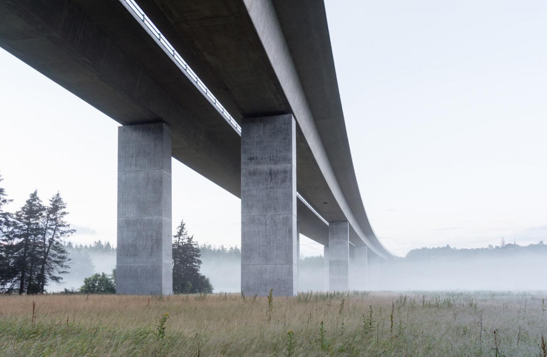 gottlieb_paludan_architects_funder_aadal_motorvejsbro_motorway_bridge_01_photo_0
