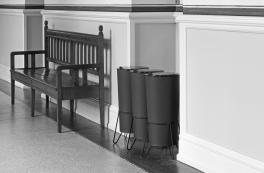 Affaldssortering i læder og stål på Københavns Rådhus