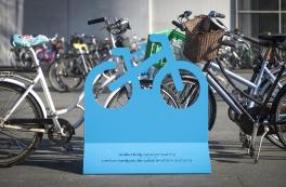 Flytbart byinventar til midlertidig cykelparkering